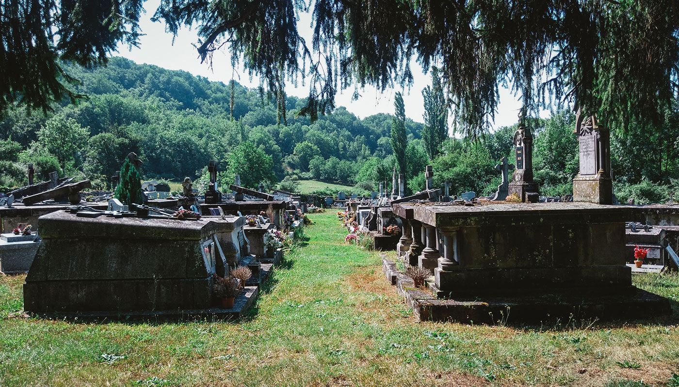 acourseindying_camburat_france_cemetery_05