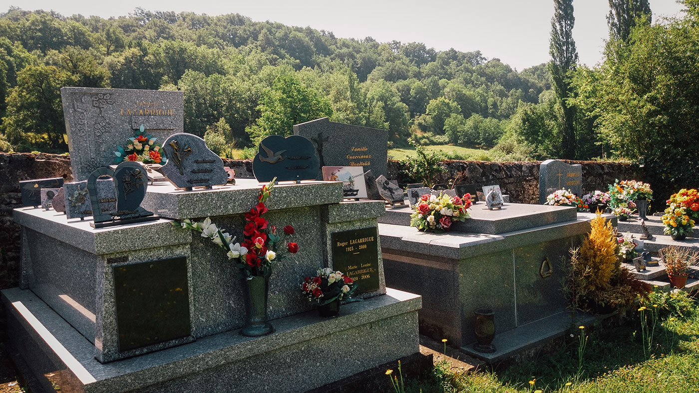 acourseindying_camburat_france_cemetery_15