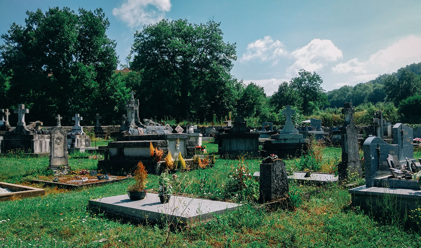 acourseindying_camburat_france_cemetery_21