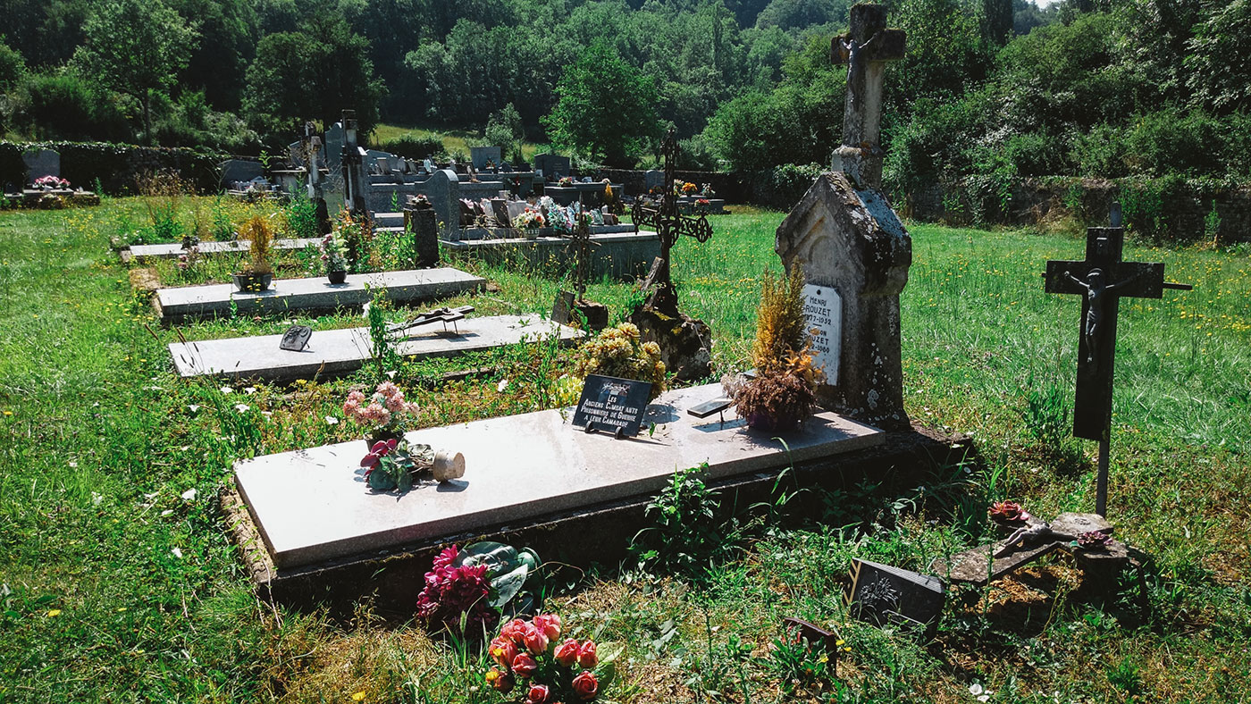 acourseindying_camburat_france_cemetery_22