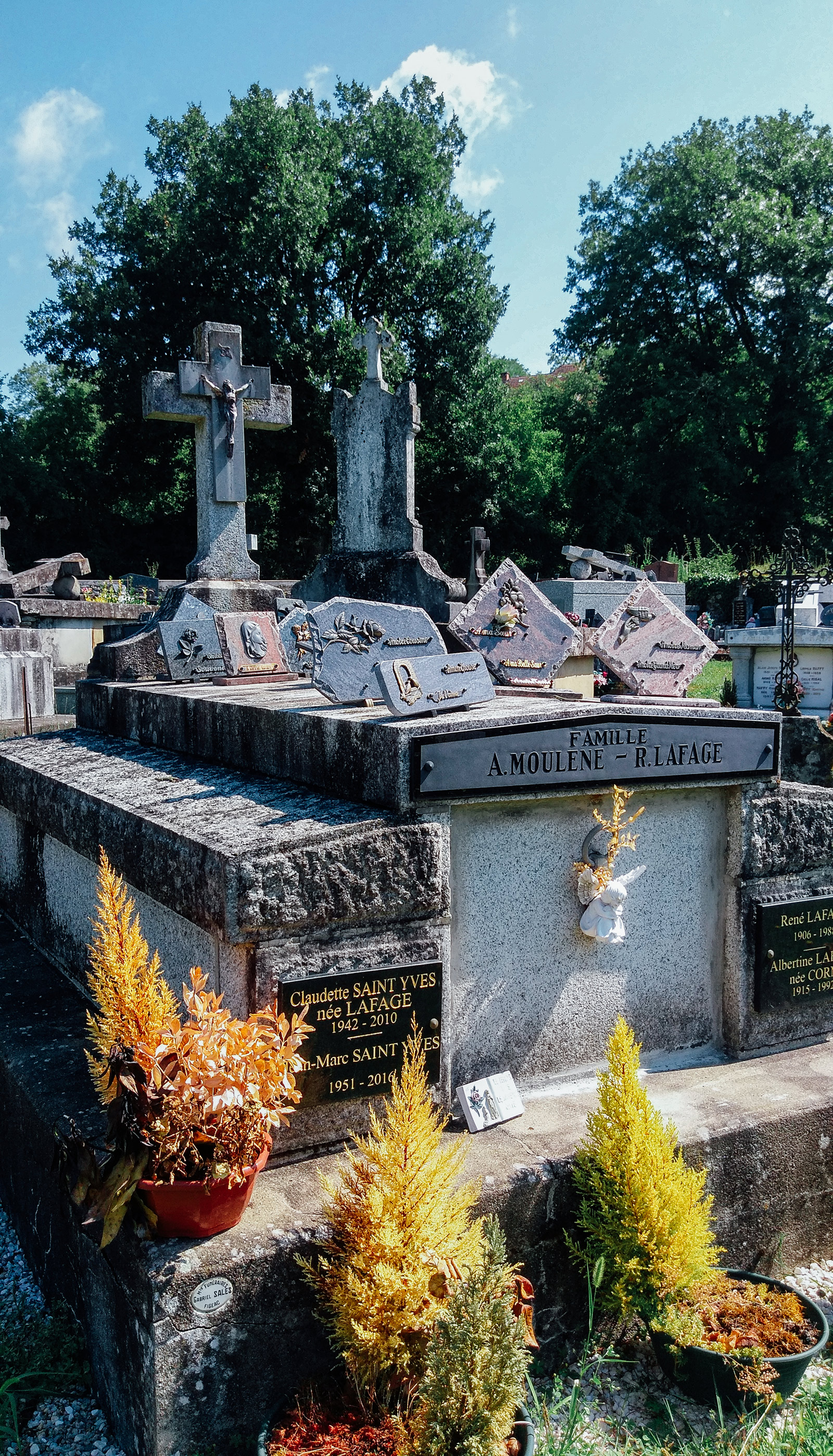 acourseindying_camburat_france_cemetery_23