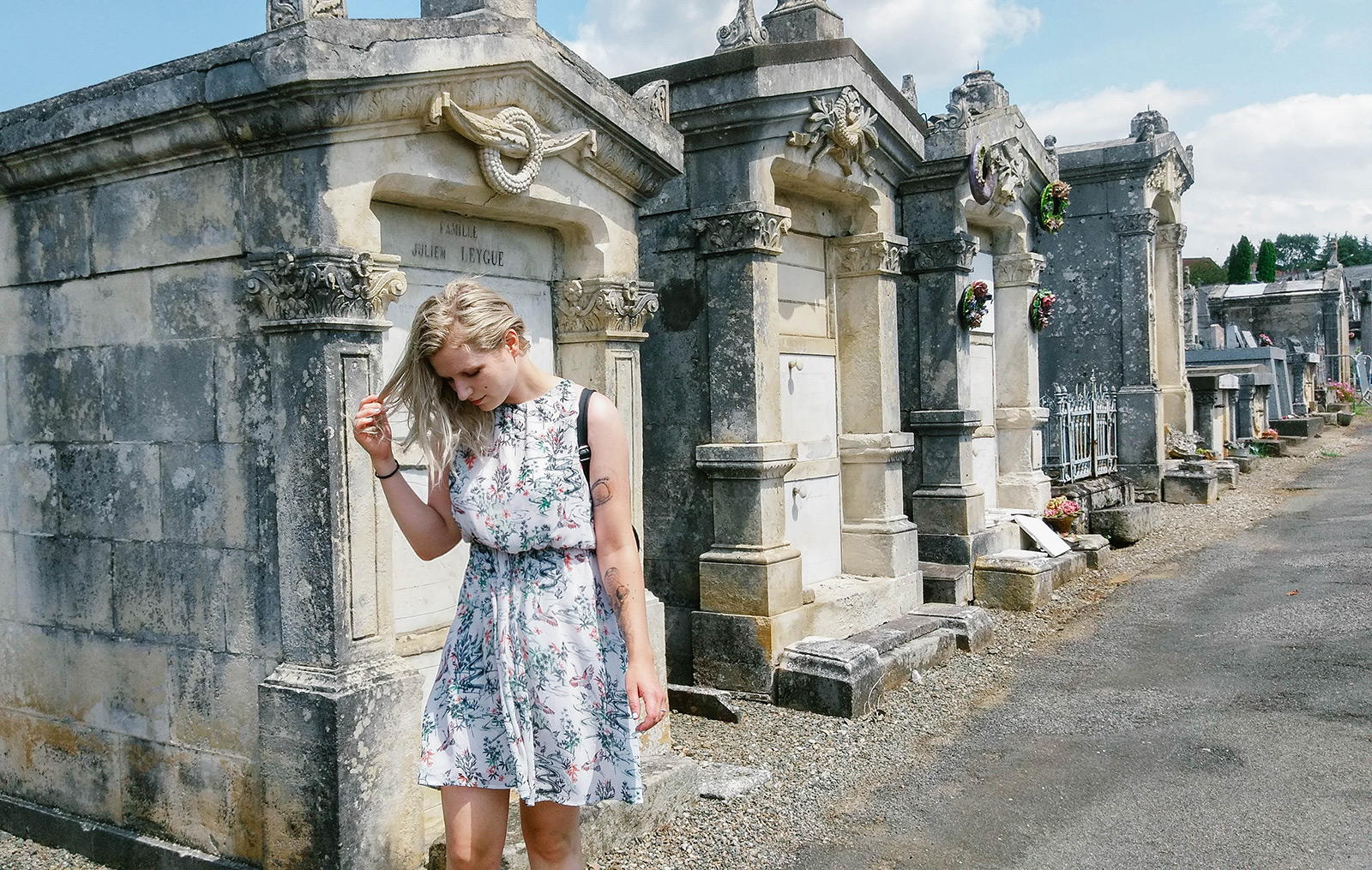 acourseindying_figeac_cemetery_02