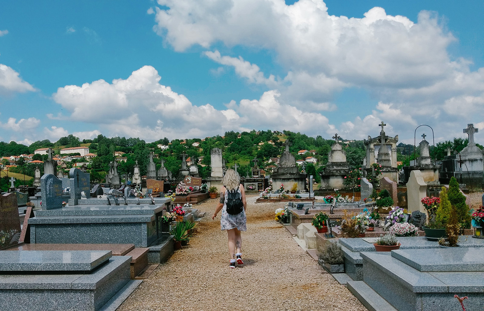 acourseindying_figeac_cemetery_03