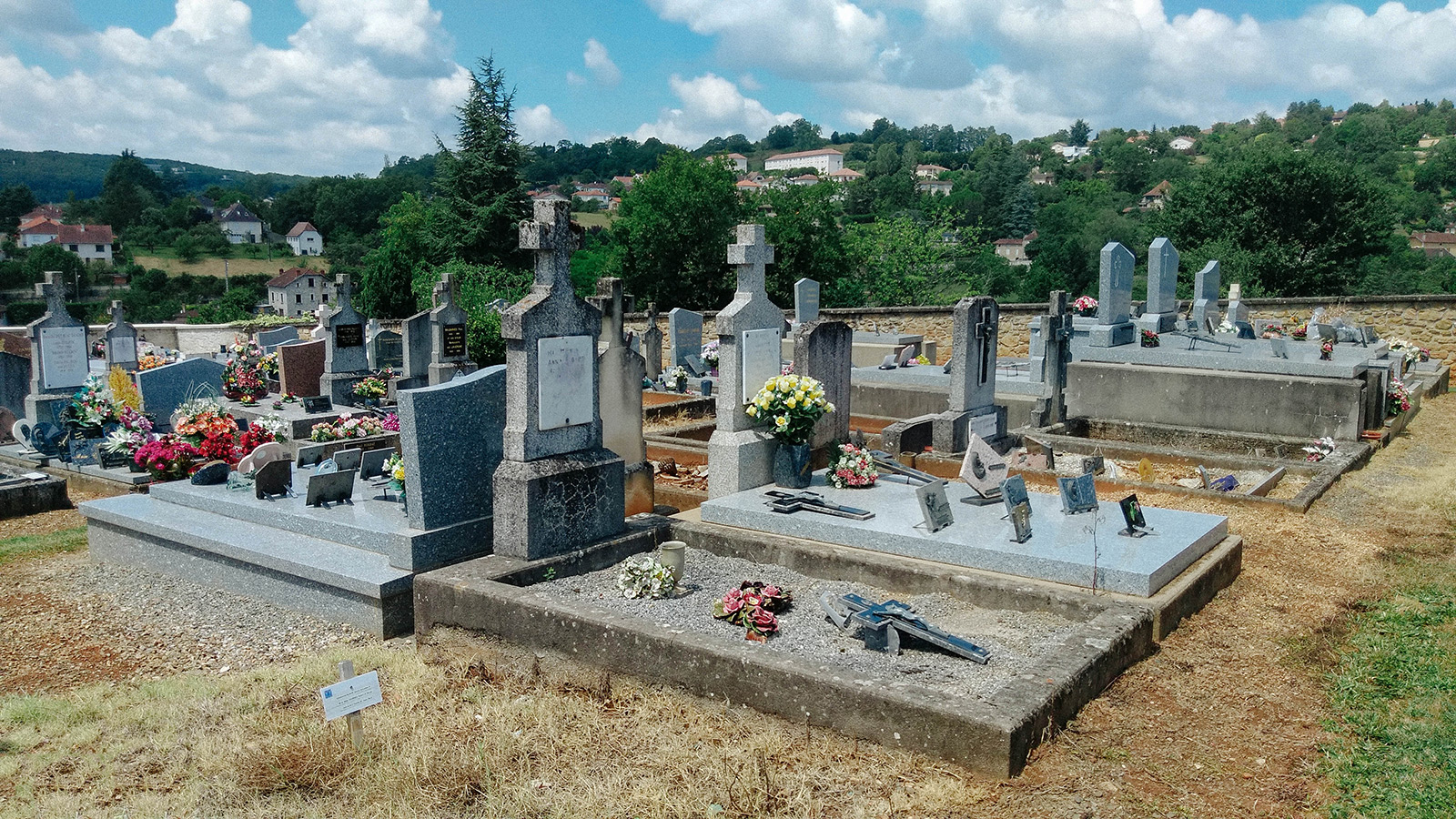 acourseindying_figeac_cemetery_06