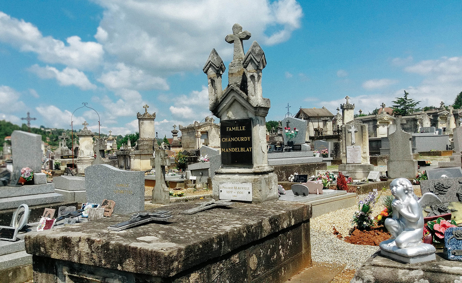 acourseindying_figeac_cemetery_10
