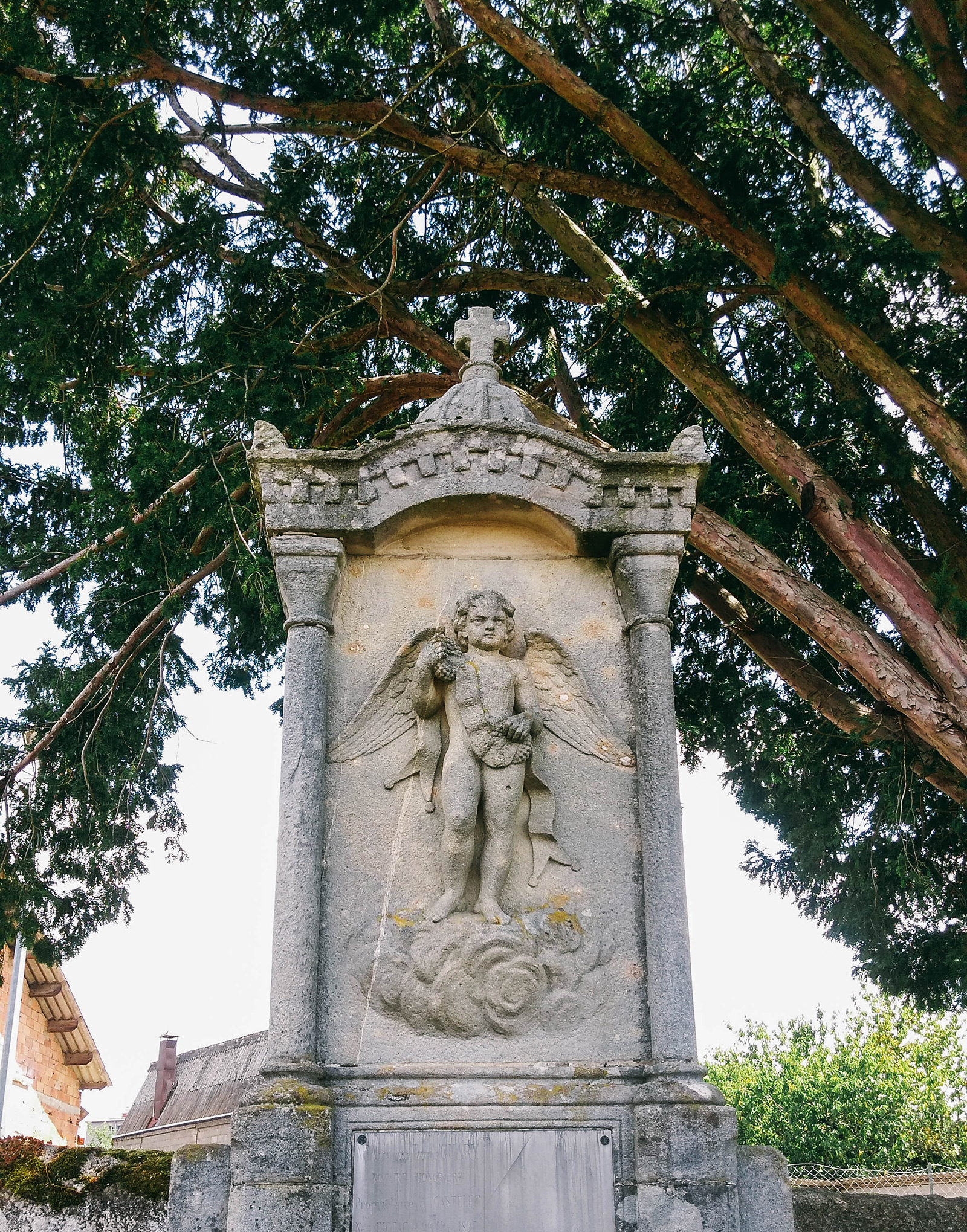 acourseindying_figeac_cemetery_11