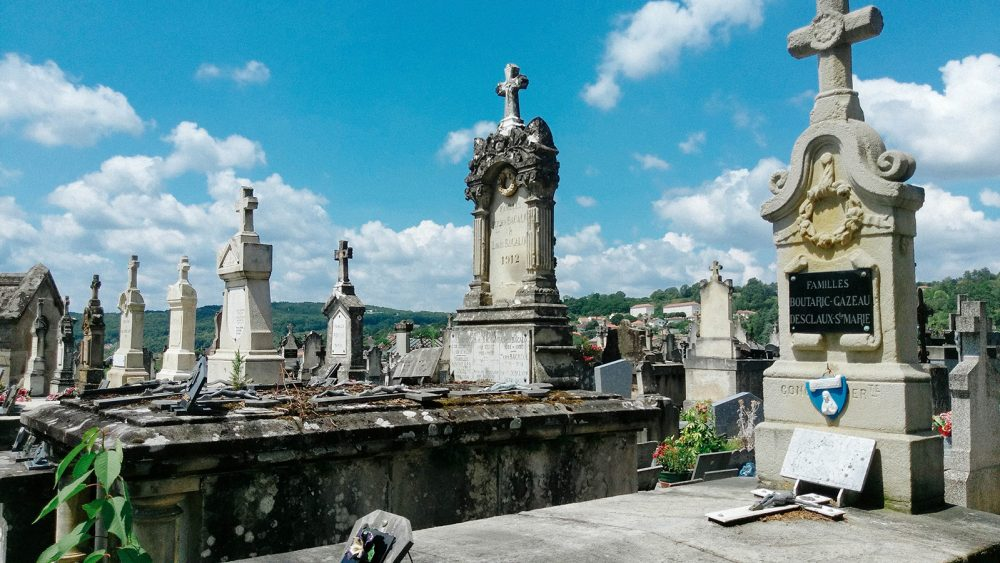 Cemetery Review #6 – Figeac & Loupfougères – France