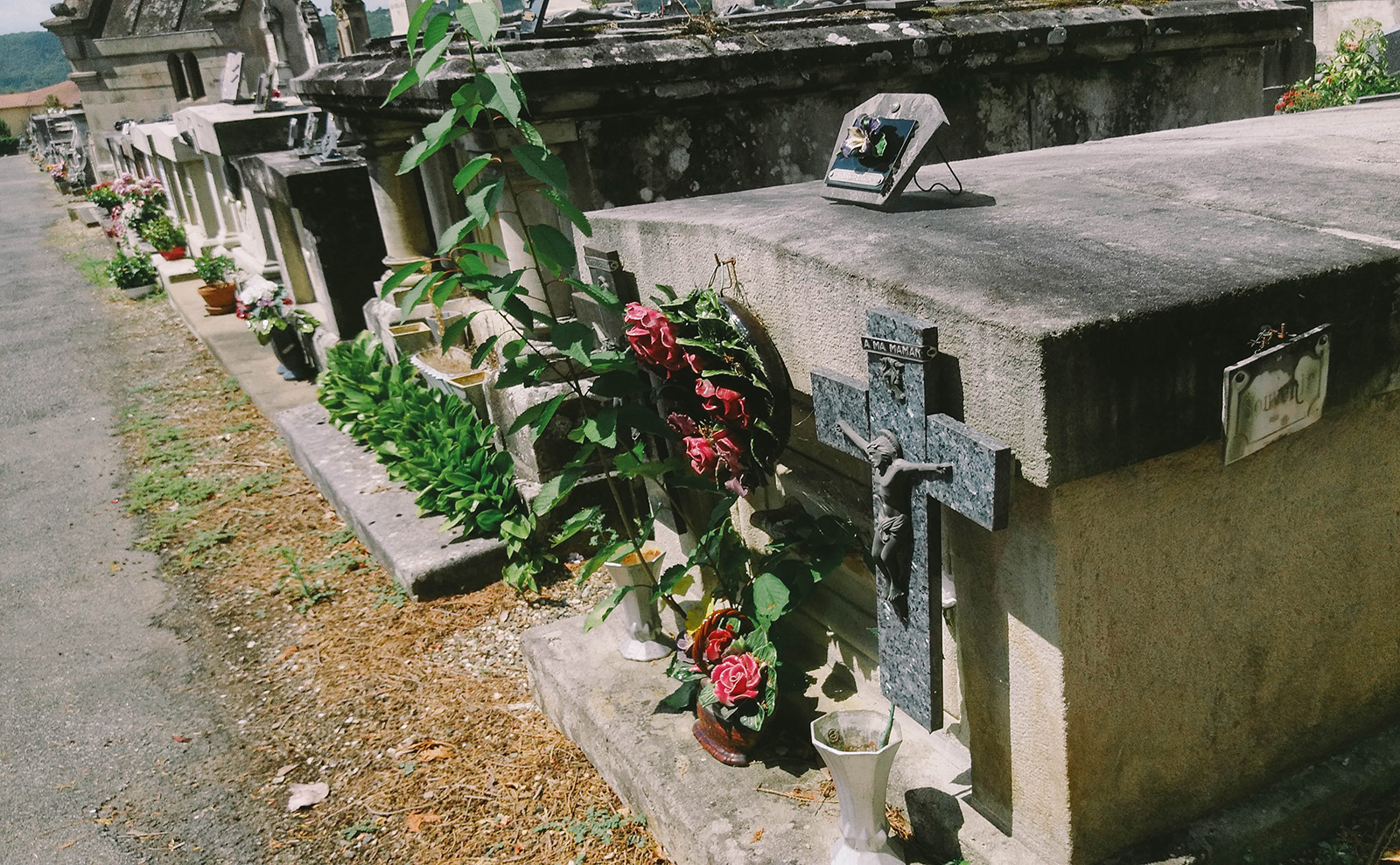 acourseindying_figeac_cemetery_13