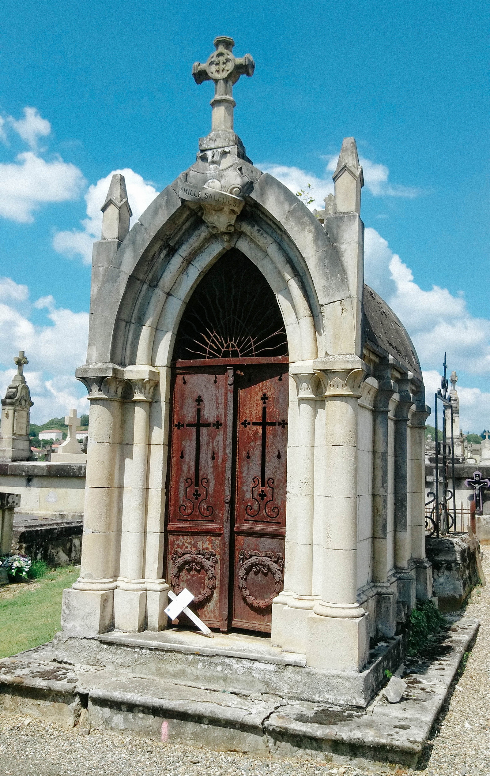 acourseindying_figeac_cemetery_15
