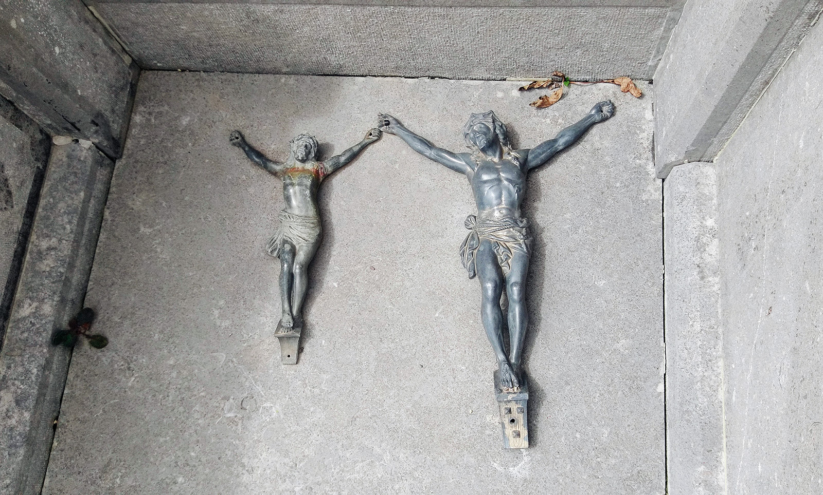 acourseindying_loupfougeres_cemetery_06