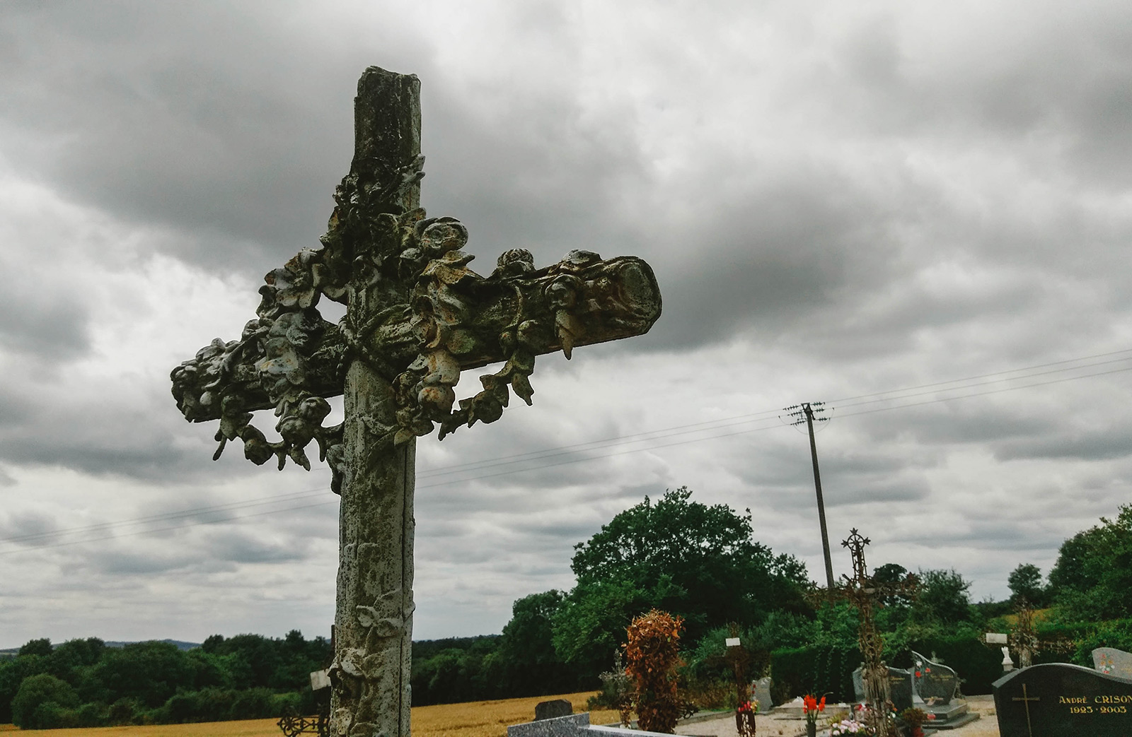 acourseindying_loupfougeres_cemetery_16