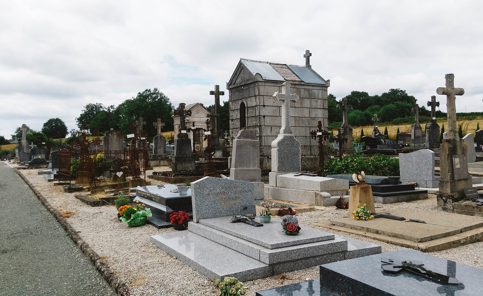 acourseindying_loupfougeres_cemetery_17